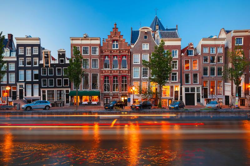 De stad Amsterdam, iemand die niet slapen